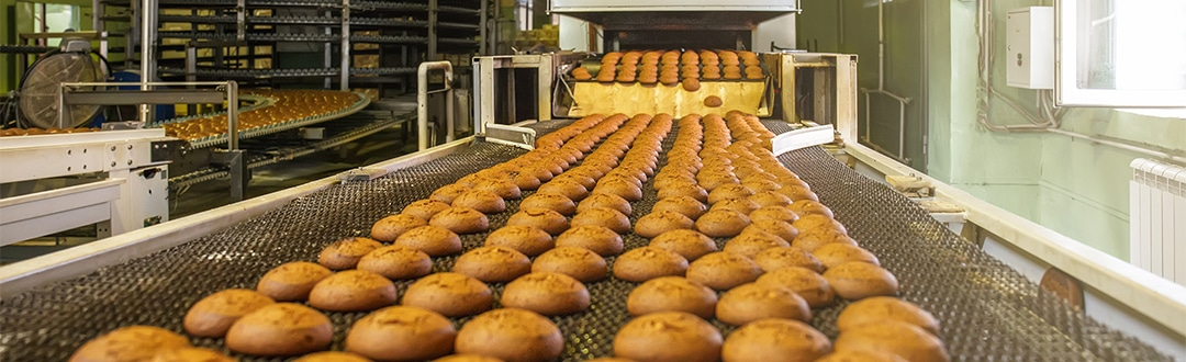 Freshly baked products on the baking line
